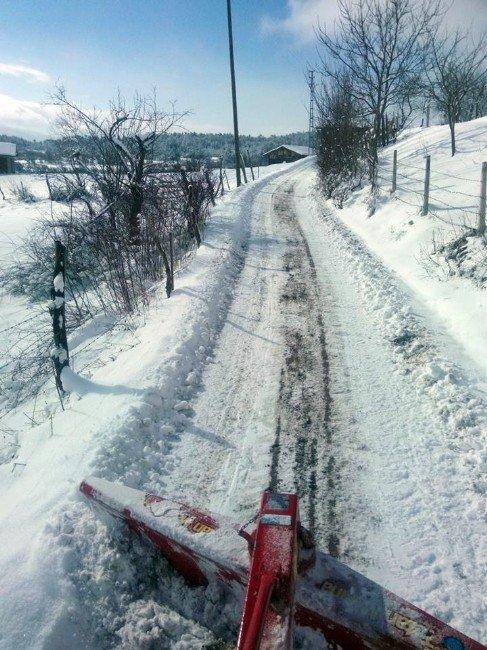 Muhtar Kendi Kar Küreme Aracını Yaptı