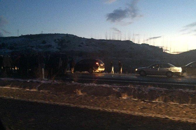 Buzlanma Nedeniyle Onlarca Araç Kaza Yaptı
