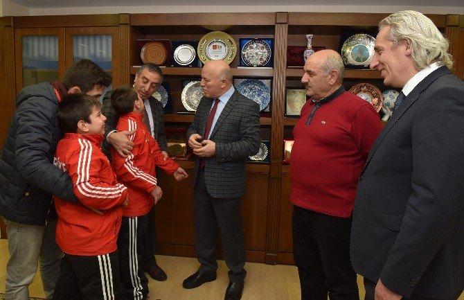 Başkan Sekmen, Türkiye Şampiyonlarını Ağırladı
