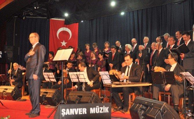 Nazilli'de 'Bir Kış Gecesi' Konseri Gönülleri Titretti
