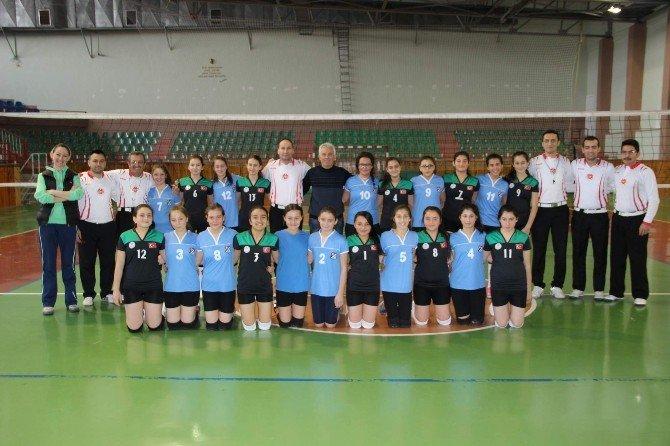 Küçük Kızlar Voleybol Kulüp Maçları Başladı