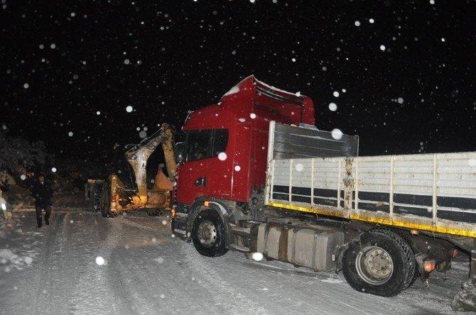 Niksar'da Kar Temizleme Çalışmaları Sürüyor