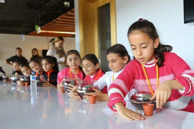 Öğrenciler Yarıyıl Tatilini Ekolojik Binada Değerlendiriyor