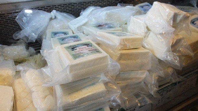Burhaniye'de Peynirciler Yeni Tebliğe Uydu