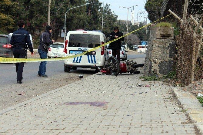 Kaldırıma Çarparak Düşen Motosiklet Sürücüsü Öldü