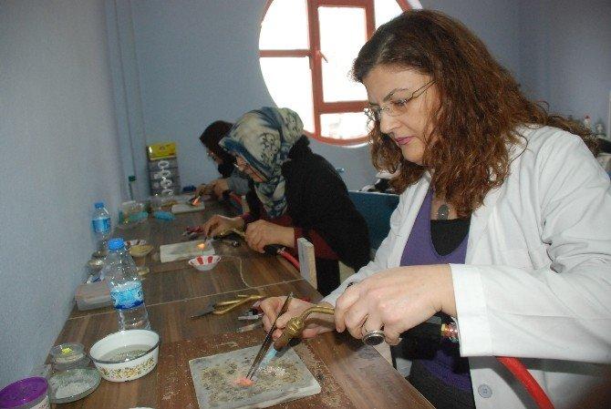Tokatlı Hanımlara Gümüş İşlemeciliği Kursu