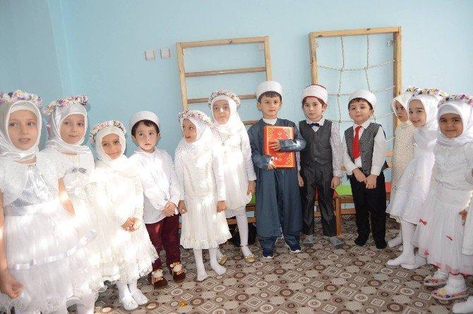 Tosya'da Kur'an-ı Kerim Okumaya Geçen Çocuklara Taç Takıldı