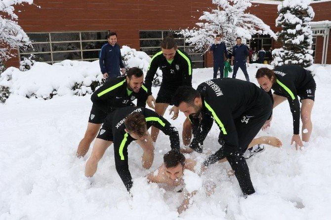 Manisalı Futbolcular Trabzon'da Mahsur Kaldı