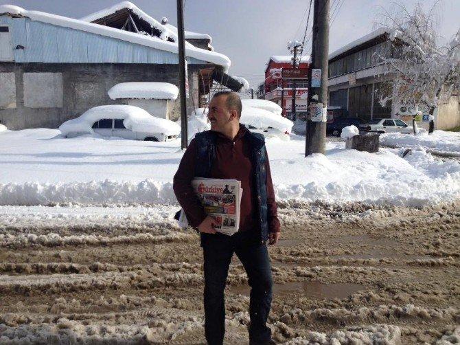 Yoğun Kar Ve Soğuk Gazete Dağıtımını Durduramadı