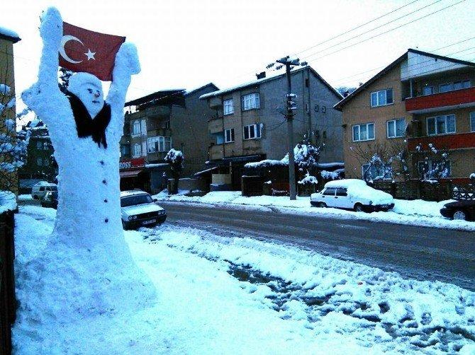 3 Metrelik Türk Bayraklı Kardan Adama Büyük İlgi