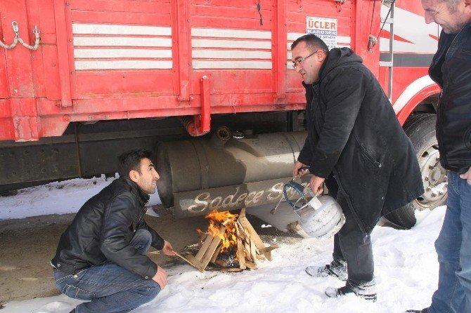 Yozgat'ta Soğuktan Araçlar Çalışmadı