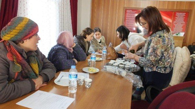Burhaniyeli Hanımlar Zeytinyağı Tadımını Öğrendi