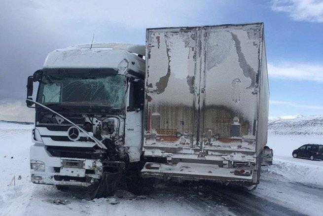 Adilcevaz'da Zincirleme Kaza: 3 Yaralı