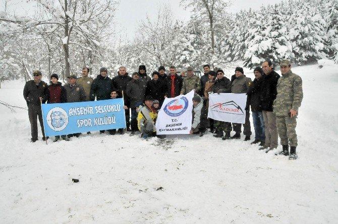 Akşehir'de Yabani Hayvanlara Yiyecek Bırakıldı