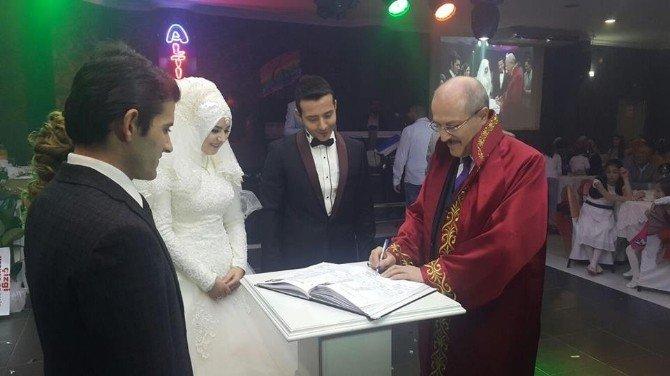Altıeylül'de Yazı İşleri Bin 21 Nikah Yaptı