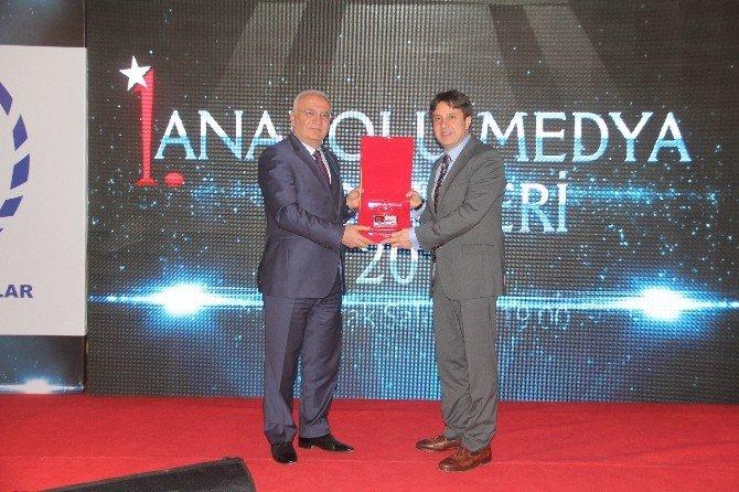 """İHA'ya """"Yılın Haber Ajansı"""" Ödülü"""