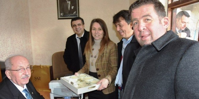 Bayan Muhtardan Başkan Albayrak'a Sütlaç İkramı
