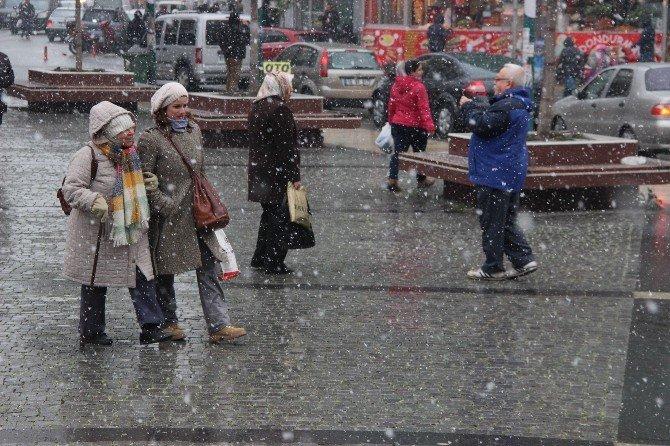 Kuzey Ege'de Kar Yağışı Başladı