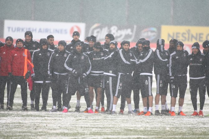 Beşiktaş'ın antrenmanı da kar engeline takıldı