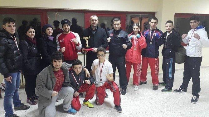Çanakkaleli Sporcular Bursa'dan Madalyayla Döndü