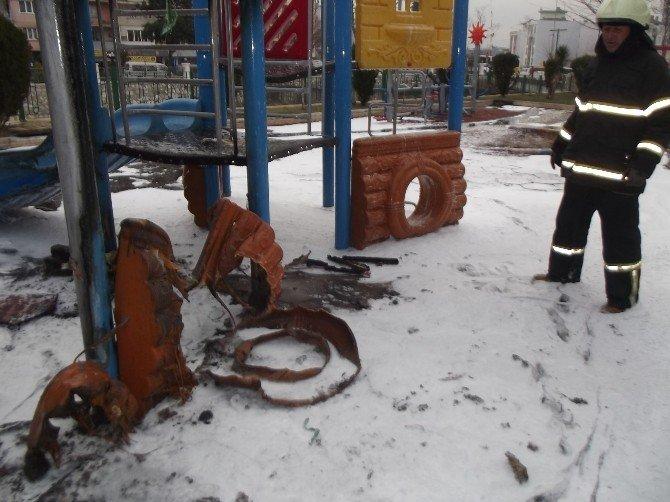 Vicdansızlığın Böylesi Görülmedi, Çocuk Parkını Ateşe Verip Yaktılar