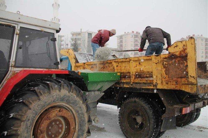 Edirne Belediyesi Ekipleri Tuzlama Çalışmalarını Sürdürüyor