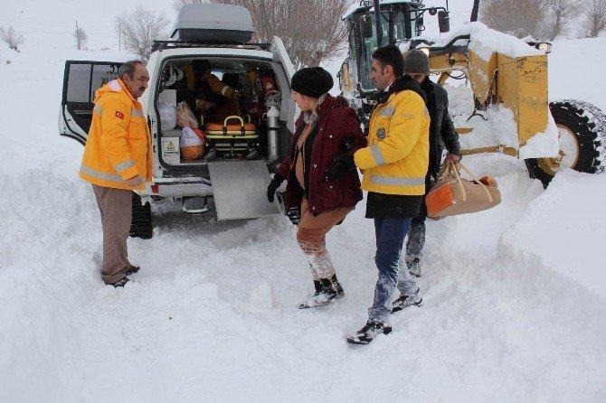 Hamile Kadın Paletli Ambulansla Kurtarıldı