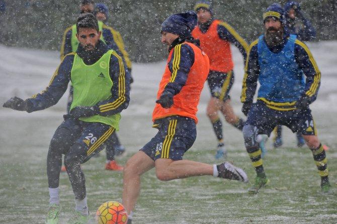 Fenerbahçe'de Nani ve Meireles, takımla çalıştı