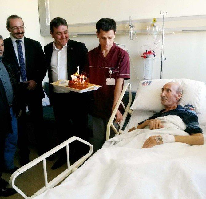 Onkoloji Hastanesinde Doğum Günü Kutlaması