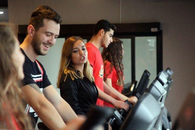 Göl Manzarası Eşliğinde Spor Keyfi