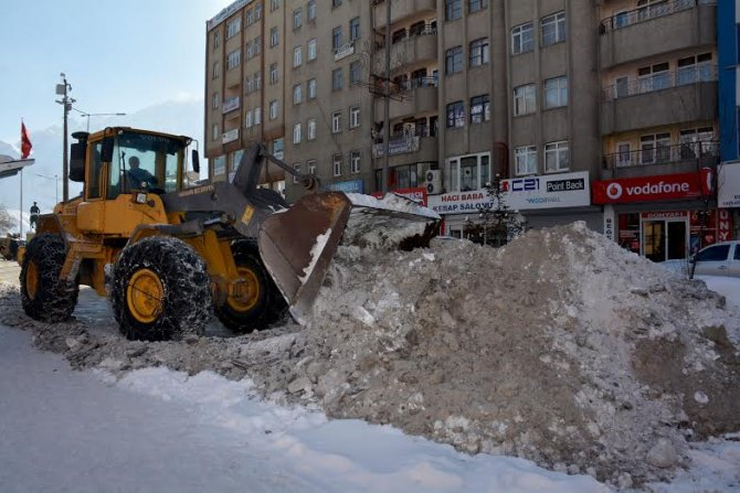 Hakkari'de kar temizleme mesaisi yeniden başladı