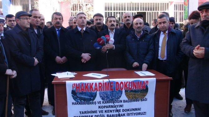 STK'lar Valiliğin Yüksekova'ya taşınmasına karşı imza kampanyası düzenledi