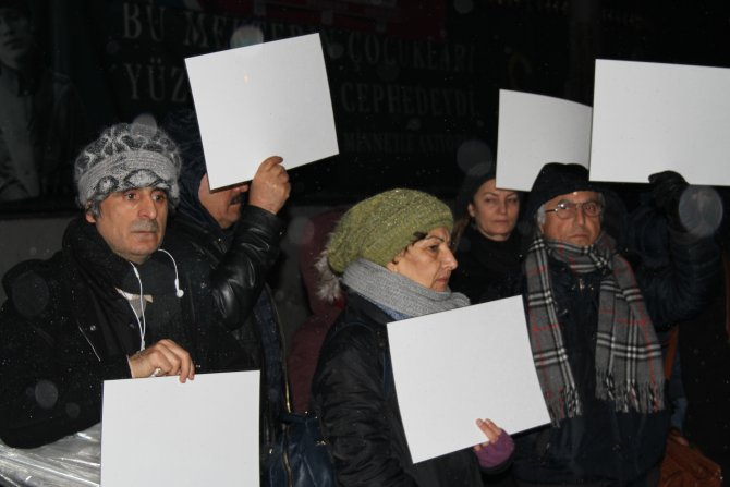 İHD üyelerinden barış için 'beyaz' eylem