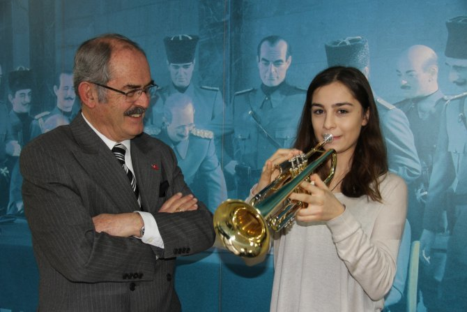 Emanet trompetle katıldığı uluslararası yarışmada 1. oldu