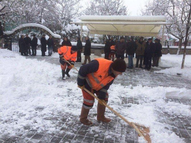 İzmit'te Kar Çalışmalarında 3 Bin Kilometre Yol Açıldı