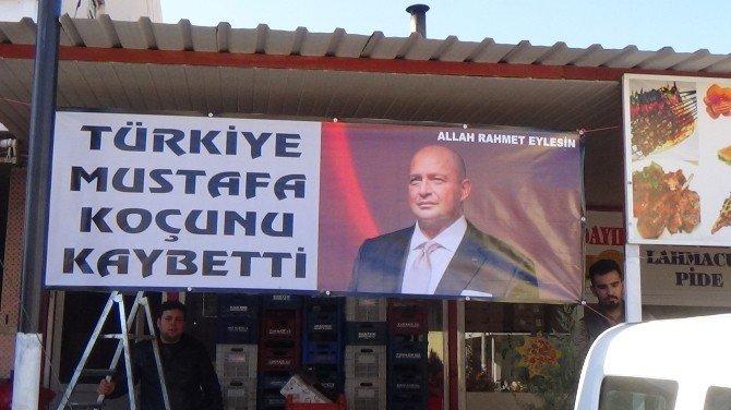 Mustafa Koç İçin Pankart Asıp Mevlit Okuttu