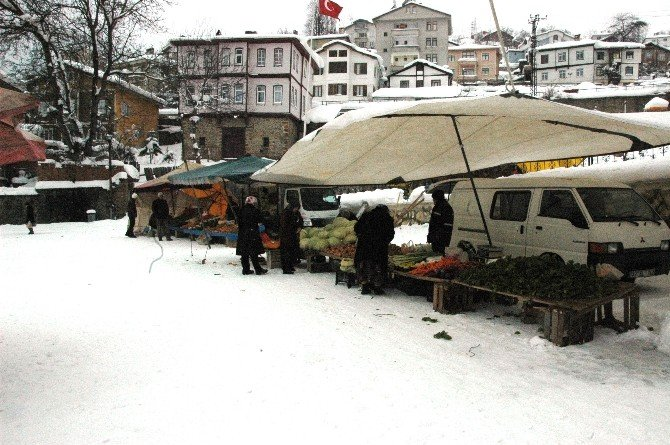 Kastamonu'da Kar Pazarı Vurdu