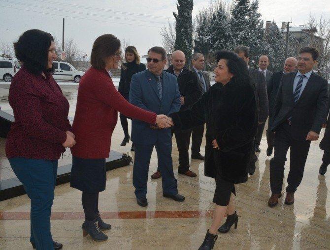 Vali Civelek, Büyükkarıştıran Belediyesini Ziyaret Etti