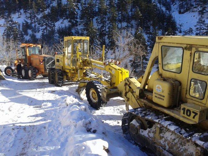 Kozan'da kapanan 6 köy yolu ulaşıma açıldı