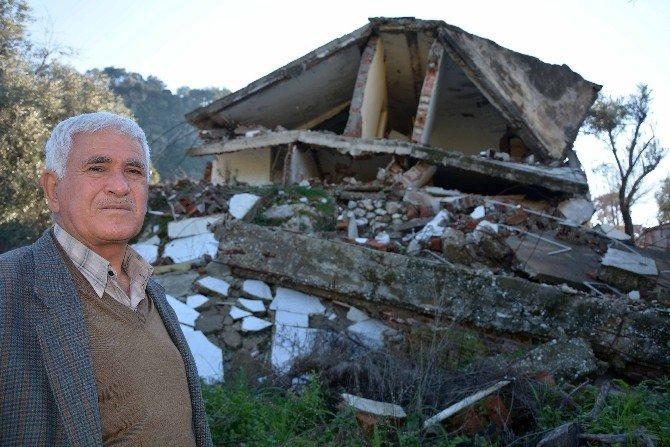 Heyelanda Yıkılan Evleri İçin Yardım Bekliyor