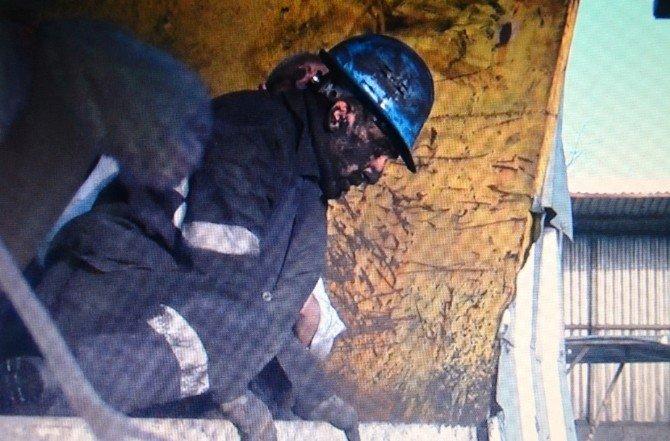 Kömürlerin Altında Kalan İşçi Sağ Salim Çıktı