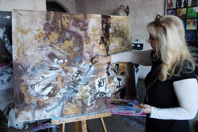 """Kapadokya Sanat Kampına Katılan Rus Ressam: """"Türkiye'yi Çok Seviyorum"""""""