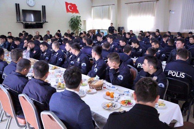 Vali Coş Görevden Dönen Çevik Kuvvet Polisleri İle Yemekte Buluştu