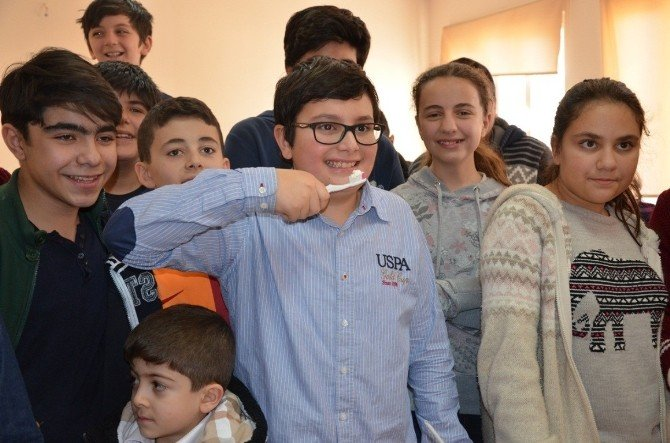 Şanlıurfalı Öğrenciler İsotlu Diş Macunu Yaptı
