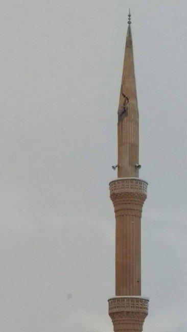 Tillo'da Cami Minaresine Yıldırım Düştü