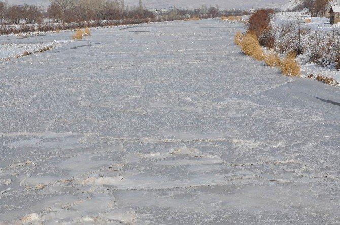 Eski 20 Derecede Kızılırmak Buz Tuttu