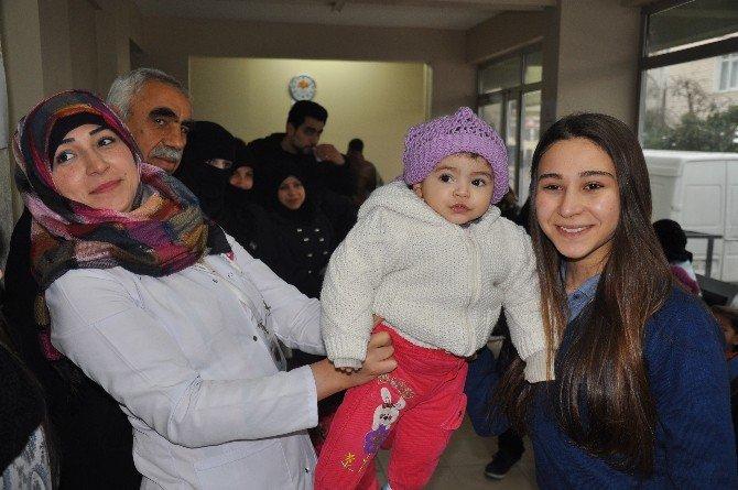 Liseli Gençler, Mülteci Çocuklar İçin Atkı Ve Bere Ördü