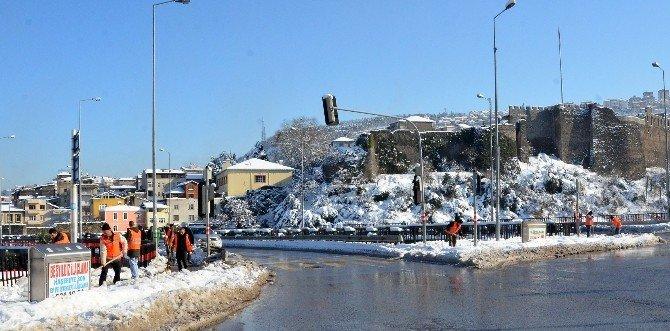 Trabzon'da Karın İzleri Siliniyor