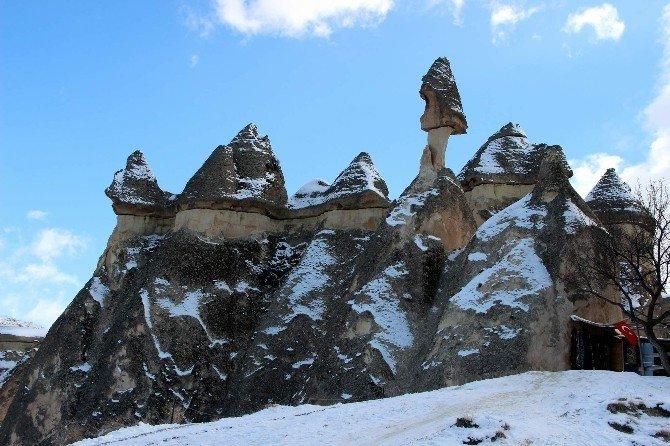 Kapadokya'da İki Mevsim Bir Arada Yaşanıyor