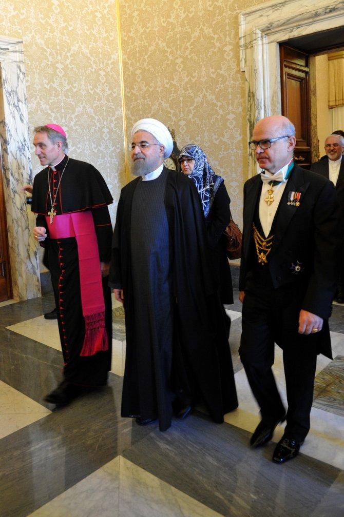 Ruhani'den Papa'ya: Benim için dua edin